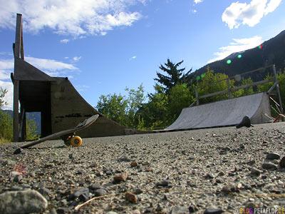 broken-Skateboard-old-Miniramp-Ghosttown-Geisterstadt-Hyder-Alaska-USA-DSCN2433.jpg