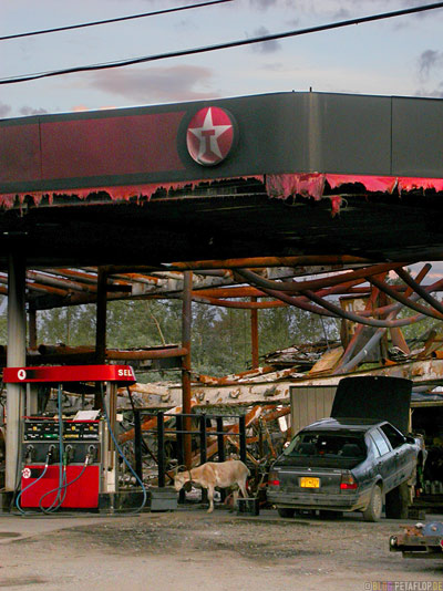 burned-gas-station-abgebrannte-Tankstelle-Texaco-Goat-Ziege-Tok-Alaska-USA-Taylor-Highway-DSCN0956.jpg