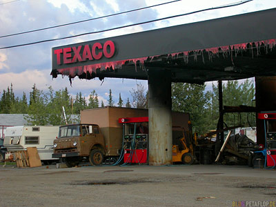 burned-gas-station-abgebrannte-Tankstelle-Texaco-Tok-Alaska-USA-Taylor-Highway-DSCN0952.jpg