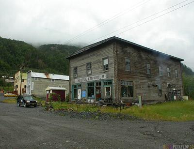 Chitina-Emporium-old-house-Chitina-Alaska-USA-DSCN1893.jpg