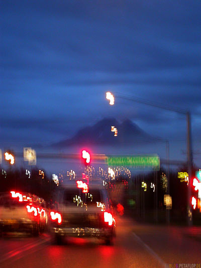 Einfahrt-nach-Driving-into-Anchorage-Evening-abends-at-night-Anchorage-Alaska-USA-DSCN1354.jpg