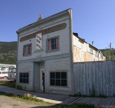Flora-Dora-Hotel-for-sale-Dawson-City-Yukon-Canada-Kanada-DSCN0755.jpg