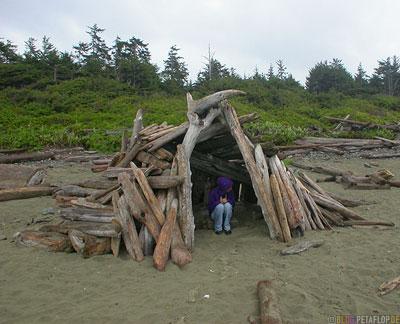 Hut-Strandhuette-Sea-Logs-Sand-Strand-Strandgut-Treibgut-Pacific-Rim-National-Park-near-Tofino-Beach-Vancouver-Island-BC-British-Columbia-Canada-Kanada-DSCN3080.jpg