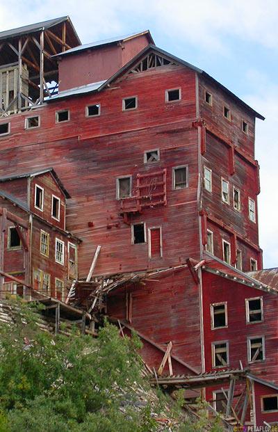 Kennicott-Kennecott-abandoned-copper-mine-verlassene-Kupfermine-Wrangell-St-Elias-National-Park-McCarthy-Road-Alaska-USA-DSCN2021.jpg
