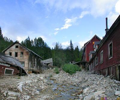 Kennicott-Kennecott-abandoned-copper-mine-verlassene-Kupfermine-Wrangell-St-Elias-National-Park-McCarthy-Road-Alaska-USA-DSCN2090.jpg