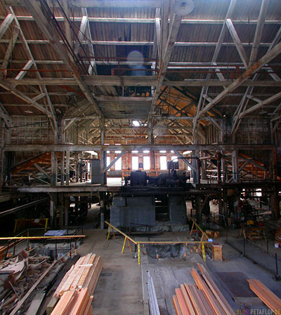 Kennicott-Kennecott-inside-factory-hall-Fabrikhalle-abandoned-copper-mine-verlassene-Kupfermine-Wrangell-St-Elias-National-Park-McCarthy-Road-Alaska-USA-DSCN2026.jpg