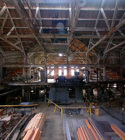 Kennicott-Kennecott-inside-factory-hall-Fabrikhalle-abandoned-copper-mine-verlassene-Kupfermine-Wrangell-St-Elias-National-Park-McCarthy-Road-Alaska-USA-DSCN2026.jpg