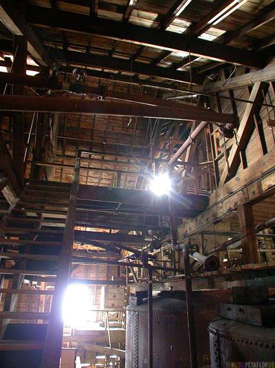 Kennicott-Kennecott-inside-factory-hall-Fabrikhalle-abandoned-copper-mine-verlassene-Kupfermine-Wrangell-St-Elias-National-Park-McCarthy-Road-Alaska-USA-DSCN2078.jpg