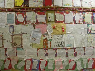 Letters-to-Santa-Clause-Briefe-an-Wunschzettel-fuer-den-Weihnachtsmann-Santa-Clause-House-North-Pole-Alaska-USA-DSCN0982.jpg