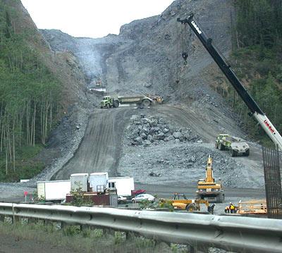 Matanuska-Sprengung-Blasting-Zone-road-works-Strassenbaustelle-Glenn-Highway-Alaska-USA-DSCN1485.jpg