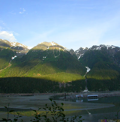 Mountains-in-evening-sun-Berge-in-Abendsonne-road-from-Stewart-to-Hyder-British-Columbia-BC-Canada-Kanada-DSCN2509.jpg
