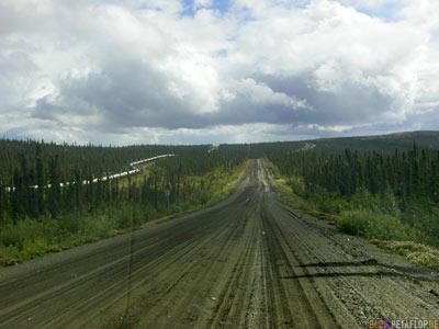 Mud-Road-Schlammstrecke-Alaska-Pipeline-Alyeska-Fairbanks-to-Arctic-Circle-Nordpolarkreis-Dalton-Highway-to-Prudhoe-Bay-Alaska-USA-DSCN1124.jpg