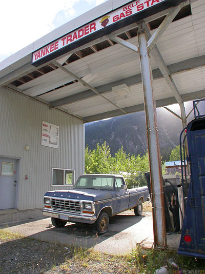 Old-abandoned-Gas-Filling-Station-Ghosttown-Geisterstadt-Hyder-Alaska-USA-DSCN2425.jpg