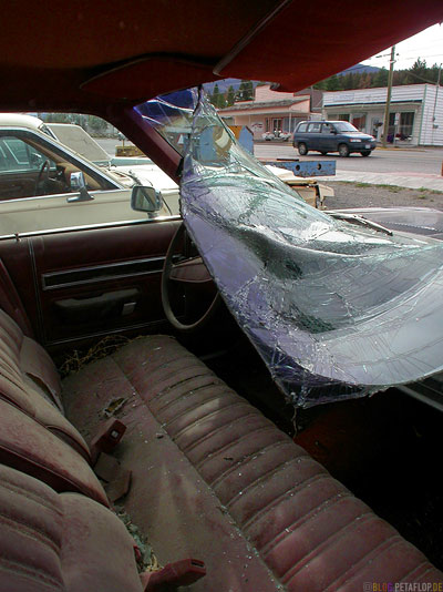 old-Broken-Car-windscreen-sindshield-Clinton-BC-British-Columbia-canada-Kanada-DSCN2746.jpg