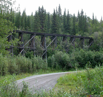 old-copper-rail-bridge-Alte-eisenbahnbruecke-Kupfermine-Wrangell-St-Elias-National-Park-McCarthy-Road-Alaska-USA-DSCN1908.jpg