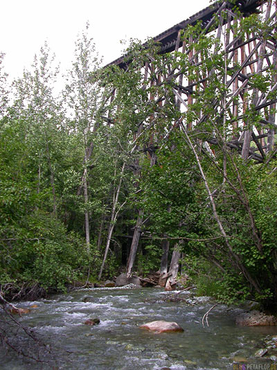 old-copper-rail-bridge-Alte-eisenbahnbruecke-Kupfermine-Wrangell-St-Elias-National-Park-McCarthy-Road-Alaska-USA-DSCN1932.jpg