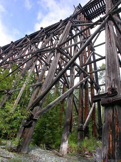 old-copper-rail-bridge-Alte-eisenbahnbruecke-Kupfermine-Wrangell-St-Elias-National-Park-McCarthy-Road-Alaska-USA-DSCN1935.jpg