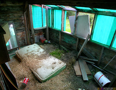 old-mattress-alte-Matratze-abandoned-house-verlassenes-Haus-Ghost-town-Geisterstadt-Cassiar-British-Columbia-BC-Canada-Kanada-DSCN2360.jpg