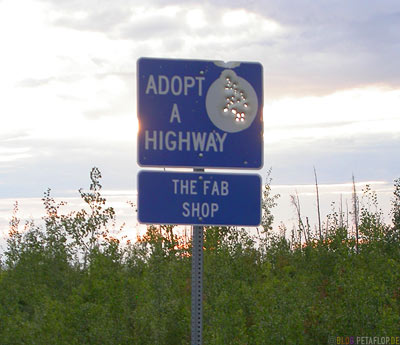 shot-throuh-road-sign-durchloechertes-durchschossenes-zerschossenes-Strassenschild-Road-Sign-Adopt-a-highway-The-Fab-Shop-Taylor-Highway-Tok-Alaska-USA-DSCN0948.jpg