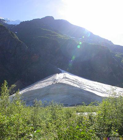 Snow-field-near-Schneefeld-Bear-Glacier-Gletscher-Highway-37a-Stewart-BC-British-Columbia-Canada-Kanada-DSCN2560.jpg