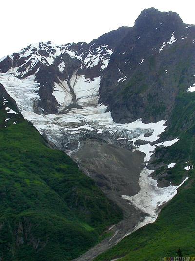 snow-fields-Schneefelder-Felswand-Highway-37a-to-Stewart-British-Columbia-BC-Canada-Kanada-DSCN2383.jpg