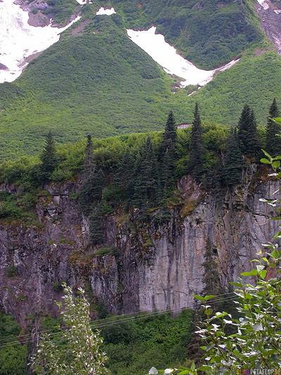 snow-fields-Schneefelder-Felswand-Highway-37a-to-Stewart-British-Columbia-BC-Canada-Kanada-DSCN2384.jpg