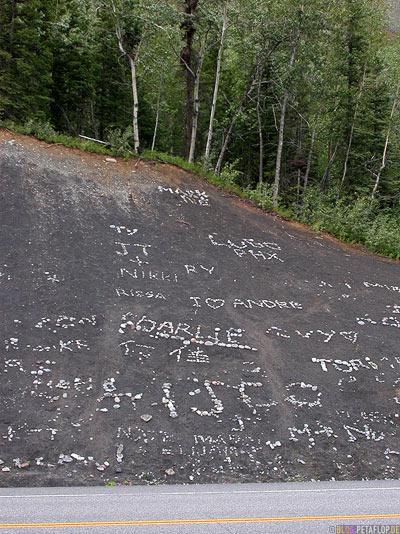 Stone-stony-graffiti-steine-opposite-gegenueber-Matanuska-Glacier-Glenn-Highway-Alaska-USA-DSCN1505.jpg
