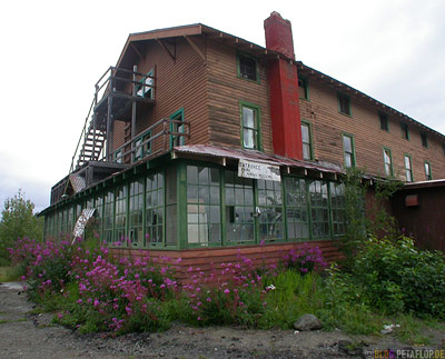 Tonsina-River-Lodge-haunted-house-Spukhaus-Geisterhaus-Tonsina-Alaska-USA-DSCN1859.jpg