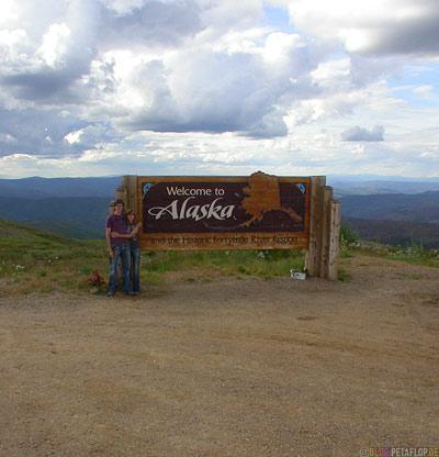 Welcome-to-Alaska-Poker-Creek-Taylor-Highway-Alaska-USA-DSCN0837.jpg
