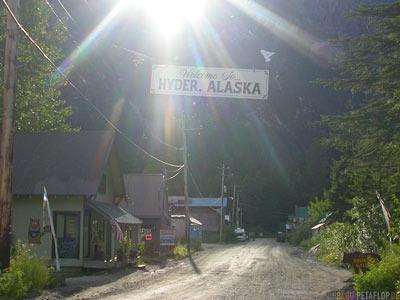 Welcome-to-Hyder-Alaska-Ghosttown-Geisterstadt-Hyder-Alaska-USA-Town-Entrance-Ortseingang-DSCN2441.jpg