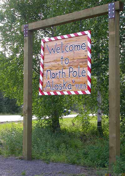 Welcome-to-North-Pole-Alaska-USA-DSCN0991.jpg