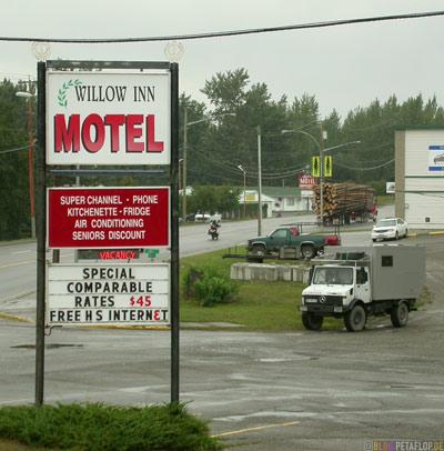 Willow-Inn-Motel-Unimog-Quesnel-BC-British-Columbia-canada-Kanada-DSCN2739.jpg