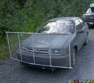 wire-netting-shield-car-front-against-stone-chips-and-window-cracks-Auto-Metallgitter-Schutzschild-gegen-Steinschlag-und-Glasbruch-Fish-Creek-Wildlife-Observation-Site-Hyder-Alaska-USA-DSCN2457.jpg