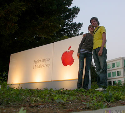Apple-Company-Nameplate-Corporate-Logo-Writing-Firmenschild-Silicon-Valley-Cupertino-California-Kalifornien-USA-DSCN5352.jpg