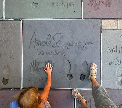 Arnold-Schwarzenegger-Manns-Chinese-Theatre-Hand-Foot-prints-Hand-Fussabdruecke-Signature-Hollywood-Boulevard-Los-Angeles-USA-DSCN5461.jpg