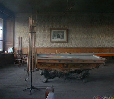 Billardtisch-Billiards-Table-Interior-Inside-Ghosttown-Ghost-town-Geisterstadt-Bodie-California-USA-DSCN4937.jpg
