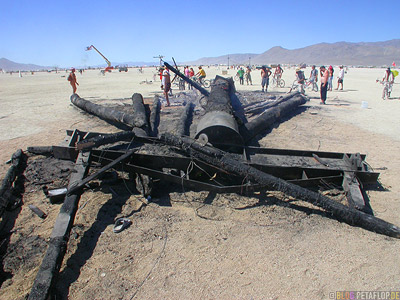 burnt-Burning-Man-Ash-verbrannter-Asche-Playa-Burning-Man-2007-Black-Rock-Desert-Nevada-USA-DSCN4708.jpg