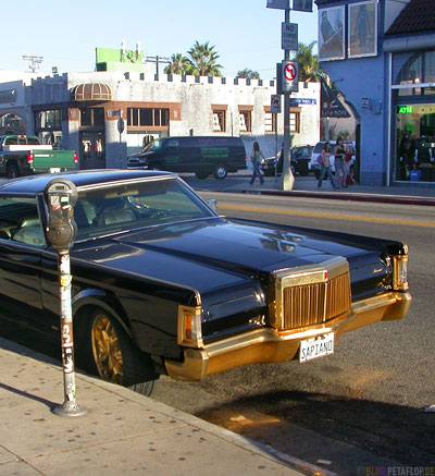 car-with-golden-bumper-cooler-rims-Auto-mit-goldener-gold-Stossstange-Kuehler-Felgen-Melrose-Avenue-Hollywood-Los-Angeles-USA-DSCN5555.jpg