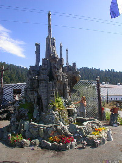 Castle-Schloss-Kettensaegen-Schnitzerei-Kettensaege-Chainsaw-Carving-Orick-California-Kalifornien-USA-DSCN4222.jpg