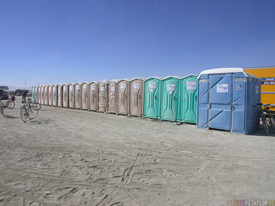 Dixi-Toiletten-Portaloos-Burning-Man-2007-Black-Rock-Desert-Nevada-USA-DSCN4669.jpg
