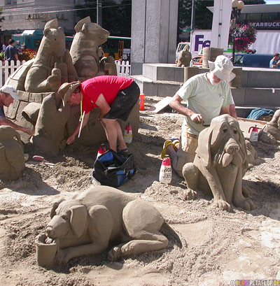 Dog-Dogs-Hunde-aus-Sand-Sandburgen-Downtown-Seattle-Washington-USA-DSCN3461.jpg