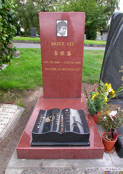 Grave-of-Bruce-Lee-Lakeview-Cemetery-Grab-von-Grabstein-Gravestone-tomb-stone-Seattle-Washington-USA-DSCN3671.jpg
