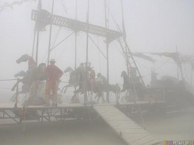 Horses-Pferde-Karussell-Dust-Desertstorm-Sandstorm-Sandsturm-Wuestensturm-Burning-Man-2007-Friday-Freitag-Black-Rock-Desert-Nevada-USA-DSCN4396.jpg