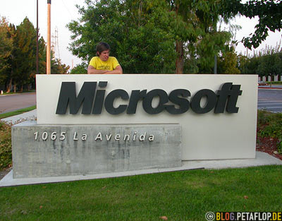 Microsoft-Company-Nameplate-Corporate-Logo-Writing-Firmenschild-Silicon-Valley-Mountain-View-California-Kalifornien-USA-DSCN5349.jpg