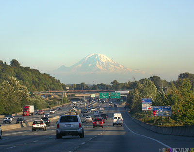 Mount-Rainier-Mt-Rainier-Highway-5-Seattle-Washington-USA-DSCN3494.jpg