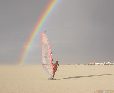 Regenbogen-Rainbow-Wind-Surfer-Burning-Man-2007-Friday-Freitag-Black-Rock-Desert-Nevada-USA-DSCN4463.jpg