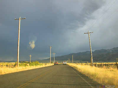 Scenery-Road-Clouds-Sunset-evening-Highway-395-near-Eagleville-California-Kalifornien-USA-DSCN4349.jpg