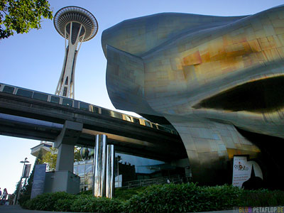 Space-Needle-Space-Center-Science-Fiction-Museum-and-Hall-of-Fame-Seattle-Washington-USA-DSCN3350.jpg