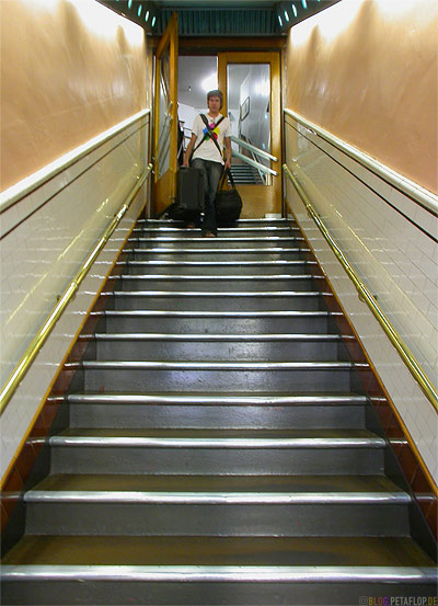 Stairs-Treppenaufgang-Panama-Hotel-Seattle-Washington-USA-DSCN3447.jpg