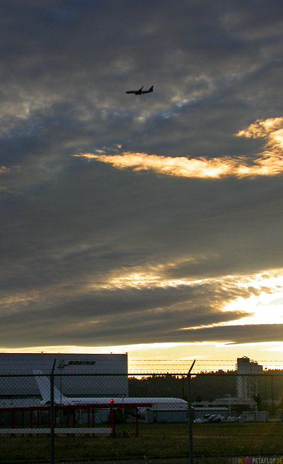 Sunset-Sky-over-Boeing-Abendhimmel-Sonnenuntergang-Seattle-Washington-USA-DSCN3693.jpg
